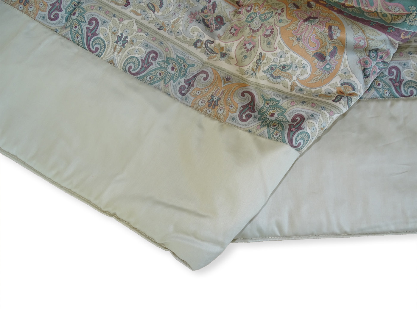 Gesteppte satin tagesdecke etro paisley bei bedandroom for Tagesdecke paisley