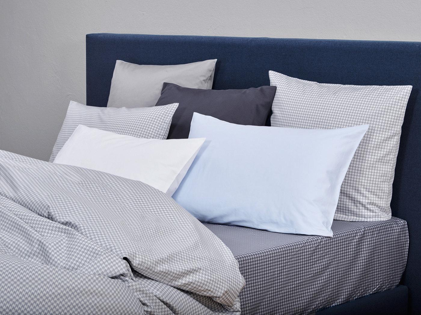 satinbettw sche christian fischbacher pied de poule cloud. Black Bedroom Furniture Sets. Home Design Ideas