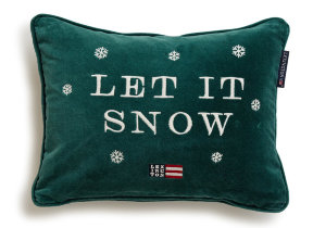 "Samtkissen bestickt ""Lexington Holiday Let it Snow"" 30 x 40 cm - © Copyright: Gina Mannberg"