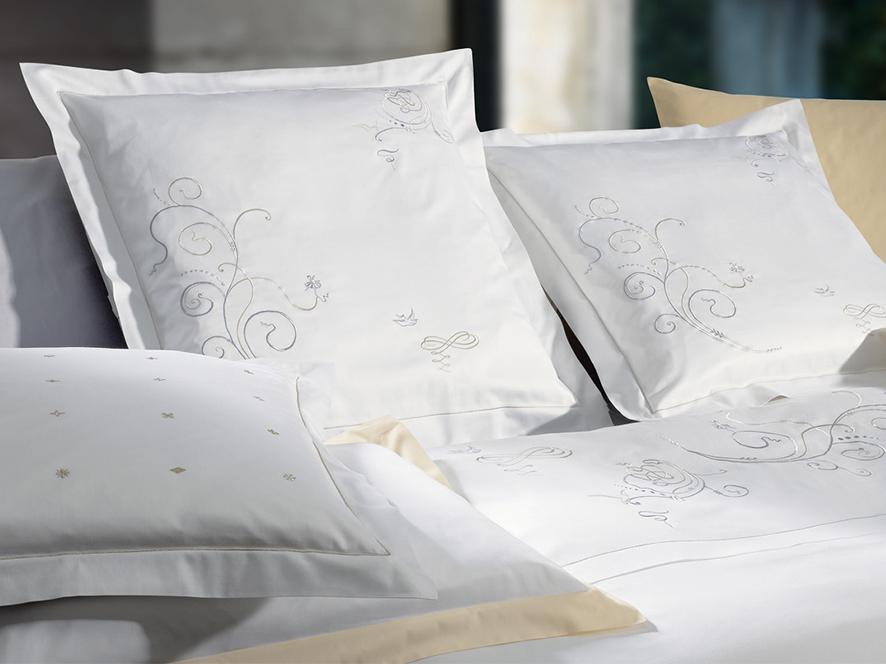 christian fischbacher satin bettw sche 713 wonderland. Black Bedroom Furniture Sets. Home Design Ideas